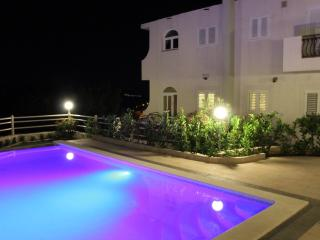 Luxury Apartment with swimming pool - A3