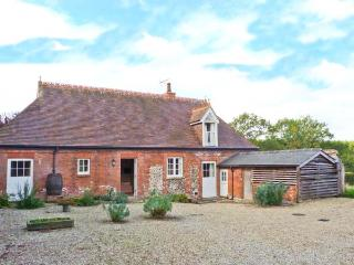 ROOKWOODS converted coach house, rural views, open fire in Castle Hedingham Ref