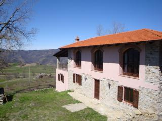 Spacious farmhouse in tranquil village, Prunetto