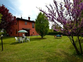 RAFFAELLO - Own Park & Parking, WiFi, Bolonia