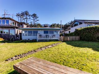 Cozy oceanfront home w/dog-friendly attitude, amazing views! 3 blocks to beach!, Arch Cape