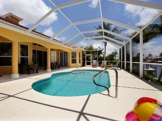 Villa Sentio -  incredible Gulf access pool Villa, Cape Coral
