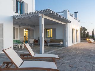 Exclusive 5 br villa with private pool in Paros, Parikia