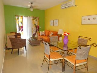 """MY COCO BEACH CONDO"" - BEAUTIFUL 2 BR near BEACH, Playa del Carmen"