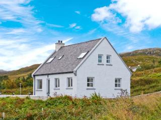 ARD AOIBHINN, detached, open fire, off road parking, patio garden, in Dungloe, R
