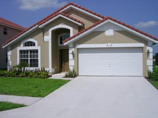 Luxurious 4 bed/ 3 bath villa 15 mins from Disney