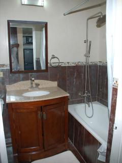7.Bath has Spa Shower with Extra Large Shower Head and Hot Water is available in all taps