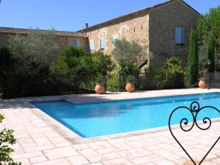The Saint Albergaty Monastery, Luxurious, Pet-Friendly 6 Bedroom Villa, Althen-des-Paluds