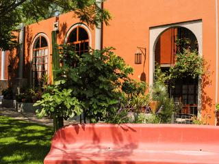 Private Garden Oasis in Centro