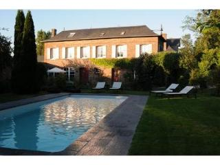 Lovely House with outdoor heated swimming pool Col, Eure