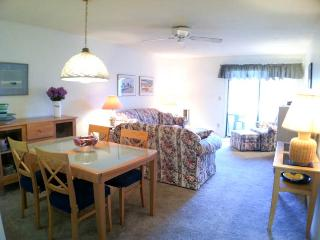 Ocean Edge Street Level with Pool (fees apply) - CH0537, Brewster