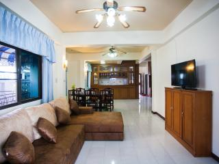 House 4 Bedroom Shared Swimming Pool, Patong
