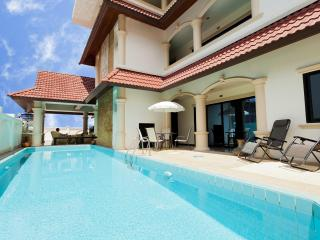 2 Bedroom House Shared Pool