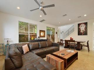 2BR/2.5BA Music Lover's Paradise - Walk to Zilker and ACL, Austin