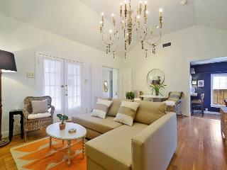 Moroccan-Inspired Retreat in SoLa -- Walk to Downtown! Sleeps 8