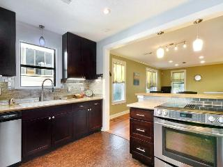 3BR/1BA Heart of South Congress Remodeled Bungalow
