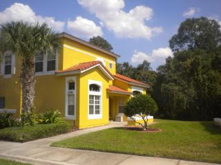 Trendy Orlando Vacation Home-2.5 Miles From Disney, Kissimmee