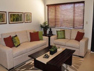 2 story luxury condo just 5 minutes from the beach!, Tamarindo