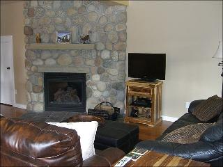 Newly Remodeled & Inviting Townhouse - Incredible Views of Mt. Crested Butte (1377)
