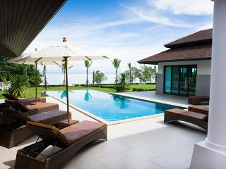 Truly Luxurious Villa Koh Chang right on the sea, Ko Chang