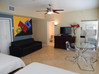 918 OCEAN DRIVE EXCELLENT DOUBLE QUEEN STUDIO