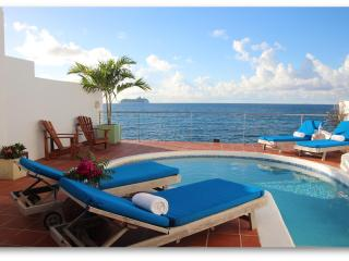 Villa Velaire, Oceanfront Villa with Private Pool
