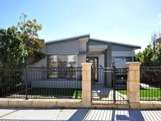 Landbeach Retreat - Perth, Butler, Joondalup, Swansea
