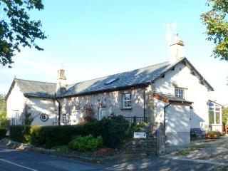 THE OLD SCHOOL, located between the Lake District and Yorkshire Dales, parking, secret garden, ideal touring location, near Milnthorpe, Ref 24532