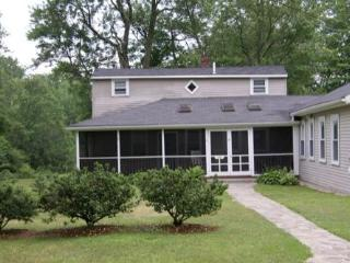 Riverfront Cottage - Easy 1 mile walk to downtown