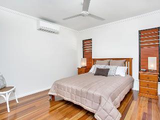 Bedroom 1 - Upstairs (Queen)