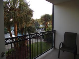 Overlooking pool, 2 bedrm, 2 bath, Beach Blvd