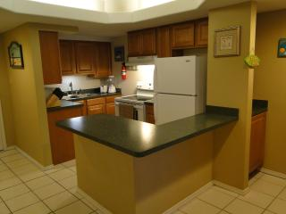 Fully equipped kitchen with new appliances and service for 6 guests