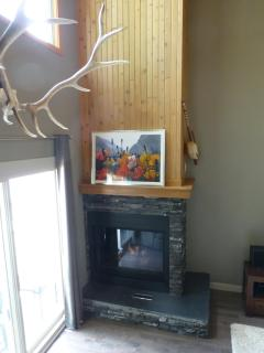 Fireplace - snuggle in the nesting chair with your favourite person and glass of wine. Perfect!