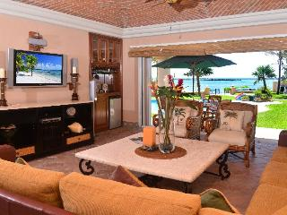 Beachfront Casa Palmilla -QDS 120  Ground Floor, Puerto Aventuras