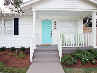 RISE AND SHINE - Relaxing cottage with deck!, Metairie