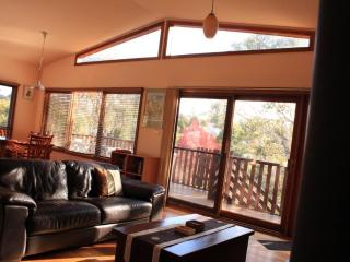 Harrys Lookout - 4 Bedroom cottage in Katoomba, Blue Mountains, NSW
