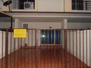 Townhouse 3 bedroom 2 bathroom full furniture  3 air 2 water heater,