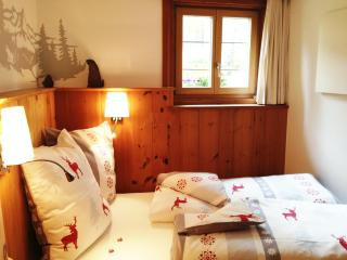 B&B - Pinewood room in Engadine House