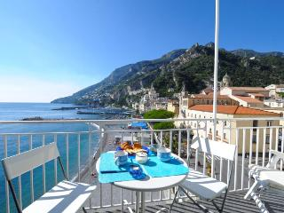 Dolce Vita B in the heart of Amalfi near beach