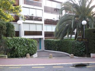 Cannes Studio with Pool, Garden & Private Garage