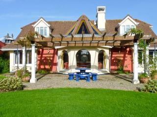 BALLYSHEEN HOUSE, semi-detached cottage, shared use of tennis courts, near Rossl