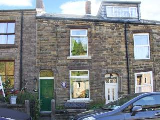 WAYFARERS COTTAGE, short stroll from Bugsworth Basin, king-size double bedroom,