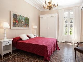 Central 4bedroom family Apartment Eixample +Airco