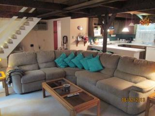 Post and Beam Chalet with Lake View in Gated Comm., Dingmans Ferry