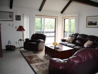 REDUCED RATE**Spring Skiing** ski*on**ski*off**5 Star; Bright End Unit, Spacious