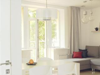 Center Apartment run by international family, Minsk