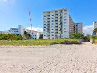 PRISTINE RENOVATED OCEANFRONT APARTMENT BRAND NEW!, Miami Beach