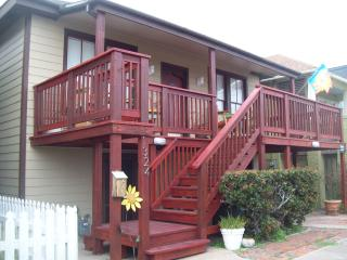 Sand & Serenity 1 Block From Seawall Beaches, Galveston