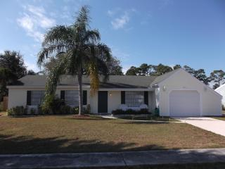 Home on Canal-3BR/2BA-Minutes from Beach-Sleeps 10, Sebastian
