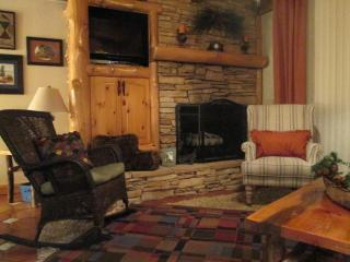 Charming, cozy condo on the water!, South Lake Tahoe